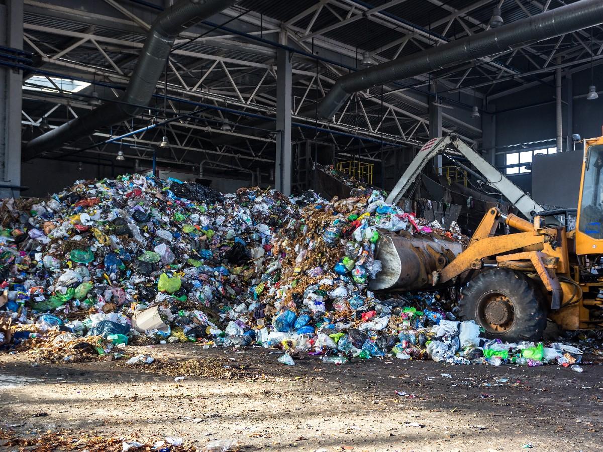 Fonctionnement du recyclage des déchets à Sarrola-Carcopino   Corse Eurodéchets